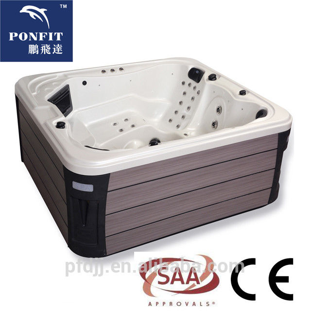 Corner Location Freestanding Spa Tub 5 Person Capacity With Bluetooth Speakers